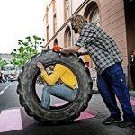 Abwrackprämiere_Julia Goldberg, Mitglieder von Wheels for Europe_c_Andreas Etter (2)