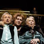 Arsen und Spitzenhäubchen Andrea Quirbach, Lorenz Klee, Monika Dortschy [Foto: Andreas Etter]