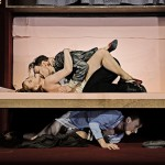 Komödie mit Banküberfall_Daniel Mutlu, Elena Berthold, Sebastian Brandes_c_Andreas Etter